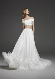 Discover our Pronovias Wedding Dress Collection. View our amazing selection of unique bridal dresses and gowns featuring the latest trends. Wedding Dress Trends, Princess Wedding Dresses, Bridal Wedding Dresses, Bridal Style, Wedding Dress With Feathers, Two Piece Wedding Dress, Pronovias Wedding Dress, Wedding Dress Organza, Beautiful Prom Dresses