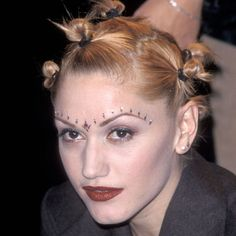 hard to believe we ever thought Gwen Stefani bantu knots were in style, we wouldn't recommend going to the hair salon asking for this look today! 90s Hairstyles, My Hairstyle, Amazing Hairstyles, 90s Makeup, Hair Makeup, Gwen Stefani 90s, Peinado Updo, Danielle Fishel, Epic Hair