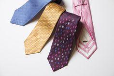 独特の折構造を持つジリーのタイ。発色よさは抜群で、見る角度によって微妙に色が変わる。タイ3万6000円(ジリー/HIKO銀座店TEL.03-6264-4450 )