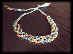 Easy, etsy and helpfull idea. Linda pulsera con cadena metálica e hilo para bordar.