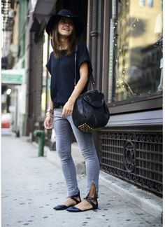 Jeans y camiseta basica negra