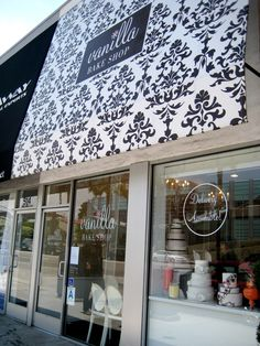 Bakery store front or shabby chic store front canopies bakeries bakery shop front design Design Café, Store Design, Bakery Store, Bakery Cafe, Bakery Interior, Interior Shop, Boutiques, Store Front Windows, Cupcake Shops