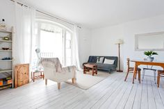 Apartment in Hastings, United Kingdom. A stunning contemporary renovated 2 bedroom seaside apartment in the Grade II Listed building of Pelham Crescent. Perfectly located in the Old Town with direct sea views and great local amenities.  We are very happy to host our newly renovated apa...