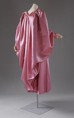 Cristobal Balenciaga Evening wrap, 1954–55. Worn by the super chic Pauline de Rothschild.