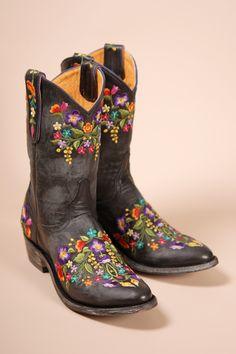 Serendipia Mexicana boots