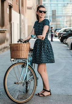 51 Ideas fashion classy vintage polka dots for 2019 Mode Outfits, Fashion Outfits, Cute Dresses, Casual Dresses, Look Retro, Retro Style, Vintage Style, Cycle Chic, Mode Chic