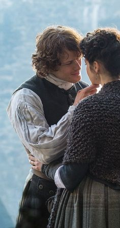 Claire and Jamie Fraser - Outlander Sam Heughan Outlander, James Fraser Outlander, Outlander Season 4, Outlander Tv Series, Outlander Casting, Outlander Knitting, Jamie Fraser, Claire Fraser, Jamie And Claire