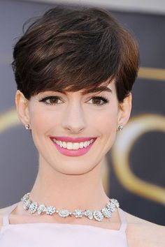 """Anne Hathaway The carnation pink lips and subtly defined eyes """"lend itself perfectly to a daytime wedding,"""" said Kate Lee, the makeup artist behind Hathaway's Oscars look. """"This makeup makes you look every inch the movie star, but still feels comfortable. Celebrity Wedding Makeup, Wedding Makeup Tips, Wedding Makeup Looks, Wedding Beauty, Bridal Makeup, Wedding Ideas, Gel Eyeliner, Daytime Wedding, Inspirational Celebrities"""