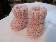 Ravelry: Bitty Baby Booties pattern by dorisann allenson free pattern Easy Baby Sewing Patterns, Baby Clothes Patterns, Baby Knitting Patterns, Dress Patterns, Doll Patterns, Baby Born Clothes, Bitty Baby Clothes, Baby Booties Knitting Pattern, Knit Baby Booties