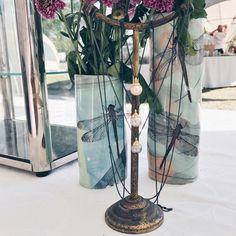 Blomsterne lider i varmen men smykkerne er knivskarpe! 😅 #ovnhus #ovnhusmarked #ovnhusmarkedet #ovnhuskunsthåndværkermarked #gold #guld #silver #sølv #diamond #diamant #smykker #jewelry #jewellery #guldsmed #jeweller #goldsmith #handcrafted #handmade #danishdesign #guldsmedlouisedegn