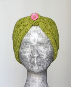 Pift det trætte vinterlook op med et nyt pandebånd og måske et par nye lune… Knitted Headband, Knitted Hats, Free Knitting, Knitting Patterns, Knit Crochet, Crochet Hats, Bindi, Knit Mittens, Head And Neck