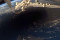 Y así se verá, desde el espacio, el eclipse solar de mañana, 20 de marzo de 2015. Este es de marzo de 2006.