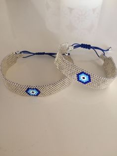 Love the use of the sliding knot closure on these - Bracelets Jewelry Seed Bead Jewelry, Bead Jewellery, Beaded Jewelry, Jewelery, Handmade Jewelry, Bead Loom Bracelets, Bead Crochet Rope, Tear, Beaded Bracelets