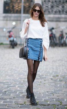 Pariser Models kombinieren die Stiefeletten zu Minirock und Bluse.