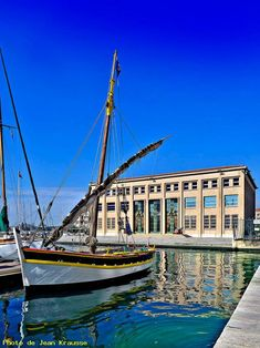 Photo Préfecture maritime - Toulon - ( Var - France ) ref 58990 Monuments, Provence, Cultural Experience, France Travel, European Travel, Sailing Ships, Stuff To Do, Notre Dame, Boat