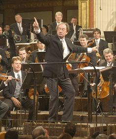 Nikolaus Harnoncourt rehearsing with the Vienna Philharmonic Vienna Philharmonic, Famous Musicals, Classical Music Composers, Leonard Bernstein, Conductors, Orchestra, Told You So, History, Chefs
