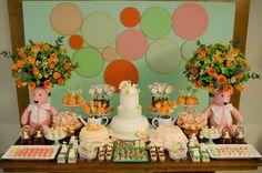 Orange and green decor. Girly baby shower. Decoração verde e laranja de chá de bebê para meninas.