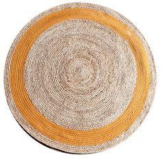 Karpet jute is een serie van een rond karpet van 120 cm. Deze is verkrijgbaar in het zwart, wit, groen, geel en naturel. Materiaal: Jute Dit karpet is op ieder L5 filiaal aanwezig.