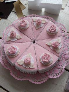 Pink felt cake, with foam filling for a neat and firm finish. Felt Diy, Handmade Felt, Diy For Kids, Crafts For Kids, Diy Kids Kitchen, Felt Food Patterns, Felt Cupcakes, Felt Play Food, Cupcake Shops