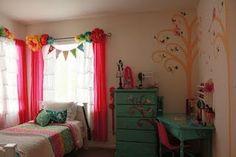 Sweet little window treatment for Ev's room
