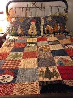 Pillows & patchwork quilt by Jan Patek Quilts Christmas Patchwork, Christmas Sewing, Christmas Projects, Christmas Quilting, Christmas Quilt Patterns, Christmas Applique, Christmas Crafts, Colchas Country, Country Quilts