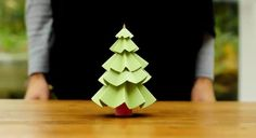 Synes simpelthen dette lille juletræ af papir er genialt! Og så ser det derudover også ud til at være super nemt at lave...