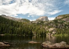 The serenity of Bear Lake affords spectacular views of nearby peaks. Image by txbowen / CC BY 2.0
