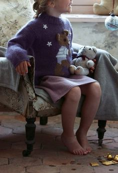 Un pull tricoté au motif d'un ourson / Knitted sweater for kid, teddy bear
