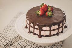 Bolo de Chocolate com Mousse de Morango - Pam*B