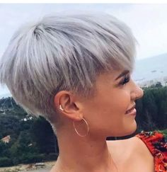 Gray Wigs African Americans Best Temporary Root Touch Up For Gray Hair Silver Grey Hair Dye For Black Hair Grey Hair Dye For Black Hair, Silver Grey Hair Dye, Short Grey Hair, Grey Wig, Short Hair Cuts, Short Hair Styles, Solange, Corte Y Color, Spring Hairstyles