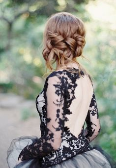 Wedding Hairstyle Inspiration - Photo: Luna de Mare Photography
