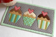 Heart Cupcakes - one variation of the & mug rug from the Patchsmith& Hobby Mug Rugs pattern booklet. Mug Rug Patterns, Quilt Patterns, Canvas Patterns, Small Quilts, Mini Quilts, Quilting Projects, Sewing Projects, Place Mats Quilted, Fabric Postcards