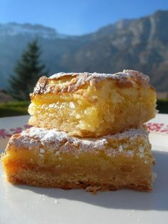 carrés au citron /orange - LE PLAISIR DE GOURMANDISE Mini Desserts, Delicious Desserts, Dessert Recipes, Yummy Food, Gluten Free Pastry, Thermomix Desserts, Pudding Recipes, Dessert Bars, My Best Recipe