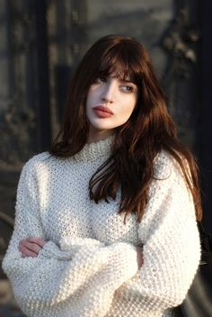 Super cosy oversized natural knit jumper on model with long brown hair and grown out fringe Dark Hair, Red Hair, White Hair, Pretty People, Beautiful People, Fashion Mode, Trendy Hairstyles, Hair Inspiration, Character Inspiration