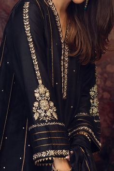 Hand Embroidery Dress, Embroidery Suits Design, Embroidery Fashion, Embroidery Designs, Beautiful Pakistani Dresses, Pakistani Bridal Dresses, Pakistani Dress Design, Designer Party Wear Dresses, Indian Designer Outfits