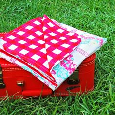 DIY Upcycled Vintage Tablecloth Picnic Blanket