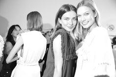Andreea Diaconu et Karlie Kloss en backstage du défilé Isabel Marant printemps-été 2015 http://www.vogue.fr/mode/inspirations/diaporama/fwpe2015-les-coulisses-de-la-fashion-week-de-paris-printemps-ete-2015-jour-4/20525/image/1091707#!andreea-diaconu-et-karlie-kloss-en-backstage-du-defile-isabel-marant-printemps-ete-2015