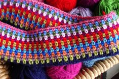 Don't know if you already know about it …it is called Moss stitch crochet and it is G O R G E O U S :) The kind of stitch I easily fall in love with cause it melts the colors used in a wonderful way… Knit Or Crochet, Learn To Crochet, Crochet Baby, Crochet Afghans, Crochet Stitches Patterns, Knitting Patterns, Stitch Patterns, Linen Stitch, Dolce E Gabbana