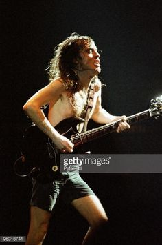 Angus Young of AC/DC performs on stage at Wembley Arena on January 1986 in London, United Kingdom. Get premium, high resolution news photos at Getty Images Daddy Rules, Wembley Arena, Brian Johnson, Angus Young, Rock, Stage, Wonder Woman, Ac Dc, Superhero