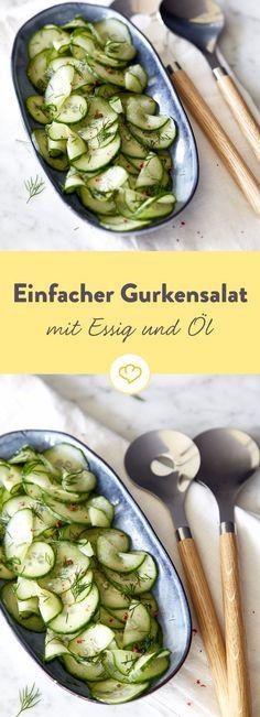 Der Klassiker, superschnell zubereitet, supergünstig und einfach unwiderstehlich lecker. Gurkensalat mit Essig und Öl passt als Beilage besonders zu Fisch.