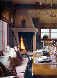 Corner fireplace by the dining table