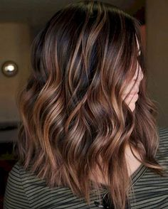 Amazing caramel balayage you can do at home . - Amazing caramel balayage you can do at home - Caramel Brown Hair, Chocolate Brown Hair, Chocolate Highlights, Caramel Highlights, Cinnamon Brown Hair, Caramel Ombre, Chocolate Color, Brown Hair Balayage, Hair Color Balayage