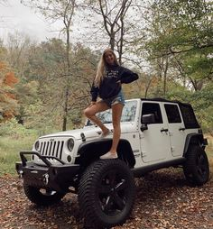 Trucks And Girls, Car Girls, Pin Up Girls, Jeep Baby, Jeep Photos, Jeep Wrangler Rubicon, Jeep Life, Cars And Motorcycles, Female Bodies