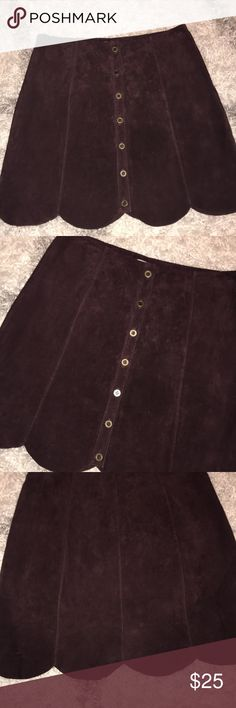 """NWOT escote' skirt from urban outfitters sz.6 In excellent condition, from a nonsmoking home 14"""" across waist, 17"""" length . Maroon color Urban Outfitters Skirts Mini"""