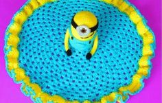 [Free Pattern] Absolutely Adorable Minion Lovey Crochet Blanket - Knit And Crochet Daily