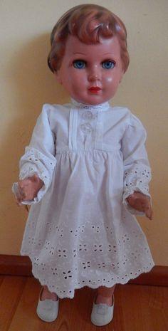 Schöne alte Schildkröt Puppe 64 mit Spitzenkleidchen