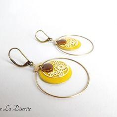 Boucles d'oreilles créoles avec sequins jaune, marron et doré