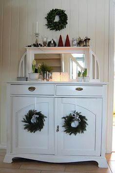 small wreath, cabinets, wreath winter, scandi style, white christmas