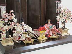 桜の刺繍がかわいいピンクの雛人形桜重ね親王飾り