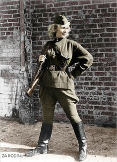 Women in WWII - Russian girl sniper - Leningrad Front.World War II.Awaiting the German Army. She looks like a superhero. Military Women, Military History, Fortes Fortuna Adiuvat, Female Soldier, Red Army, Women In History, Historical Photos, World War Ii, Wwii